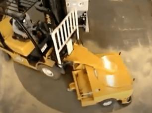 Como funciona a varredora acoplada a empilhadeira?