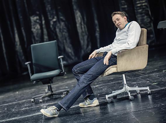 DER FISKUS, Felicia Zeller/Theater Ulm - Regie: Cremer/ Asstattung: Mollérus/ Musik: Kämmerer/ REINER LÖS: Grieser