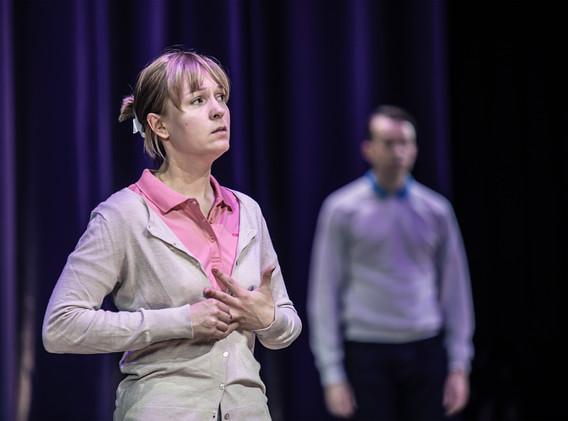 DER FISKUS, Felicia Zeller/Theater Ulm - Regie: Cremer/ Asstattung: Mollérus/ Musik: Kämmerer/ Foto: Lonzek/ ELFI NANZEN: Ostapenko/ REINER LÖS: Grieser