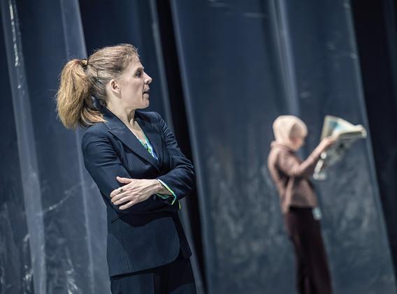 DER FISKUS, Felicia Zeller/Theater Ulm - Regie: Cremer/ Asstattung: Mollérus/ Musik: Kämmerer/ NELE NEUER: Prüfert