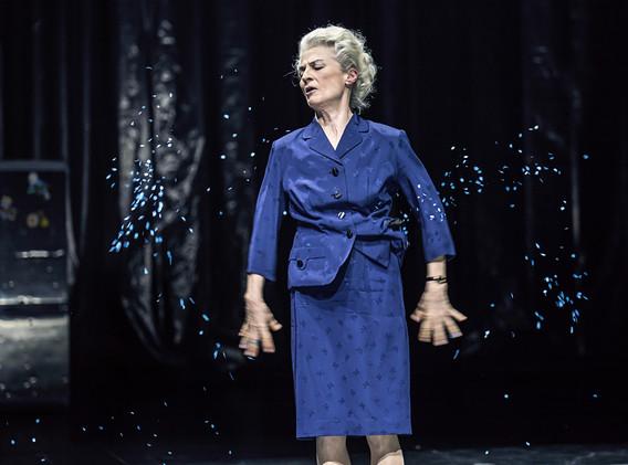 DER FISKUS, Felicia Zeller/Theater Ulm - Regie: Cremer/ Asstattung: Mollérus/ Musik: Kämmerer/ BEA MITENNEN: Mayr