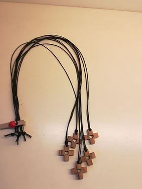 Croce con cuore (2 x 2cm)