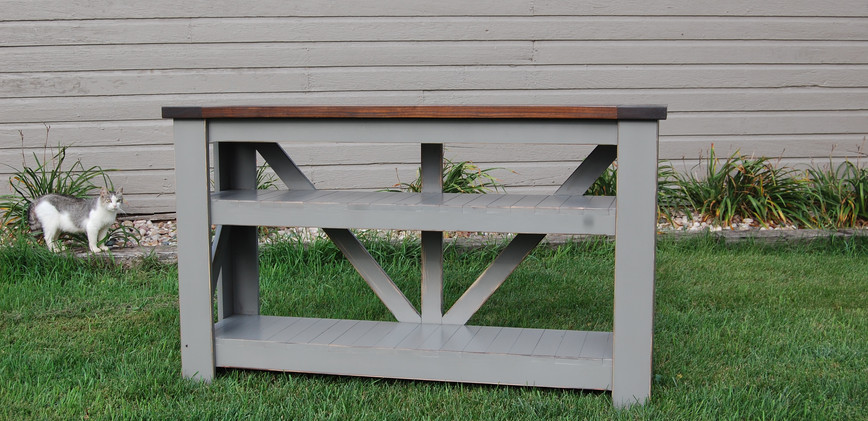 V-Back Table