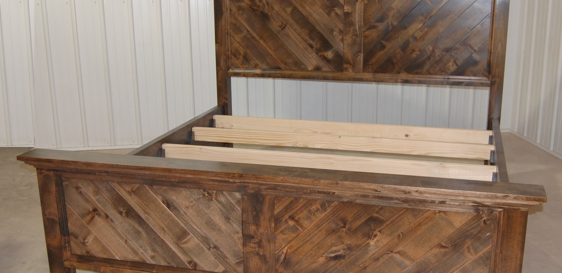 V-Farmhouse Bed