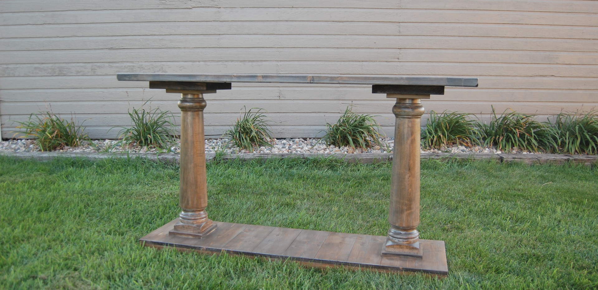Baulstrade Table