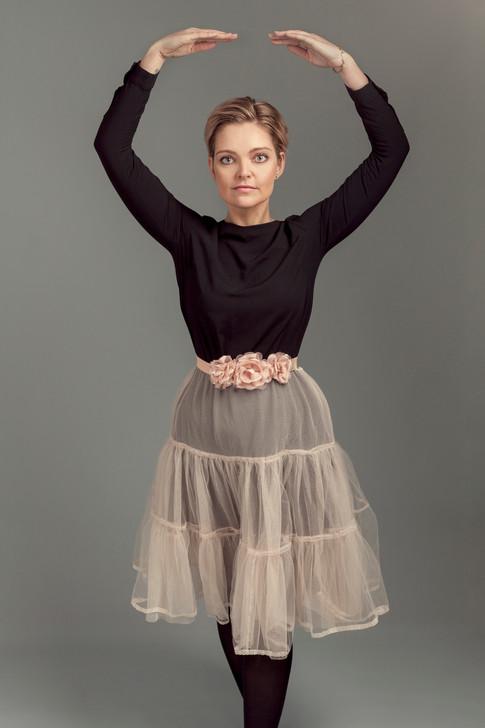 Portrett, ballerina style, med hår, sminke og styling etter dine ønsker.Portrett med hår, sminke og styling av klær, outfit etter dine ønsker.