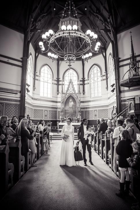 Fotografering av bryllup i Johanneskirken i Bergen.