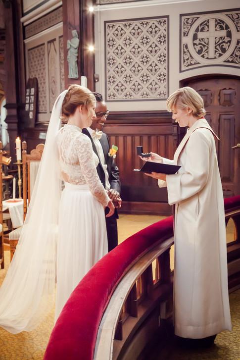 Bryllupsfoto av vielse i kirken