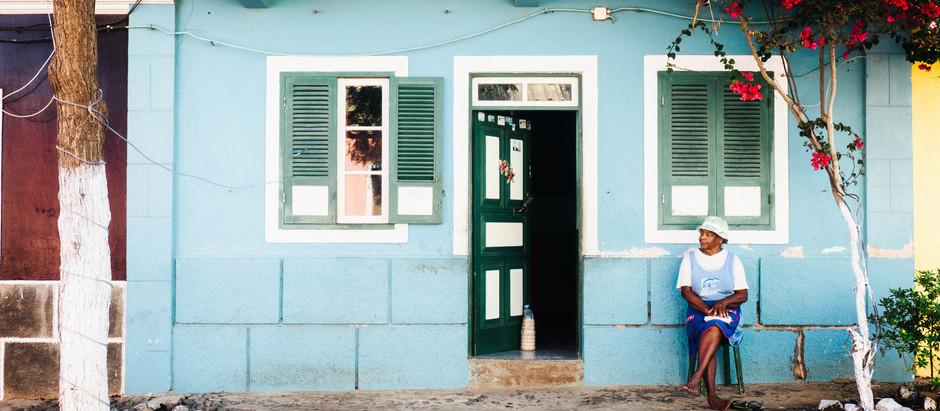Le Dessous des Images #1 - La Vieille Dame Devant sa Maison
