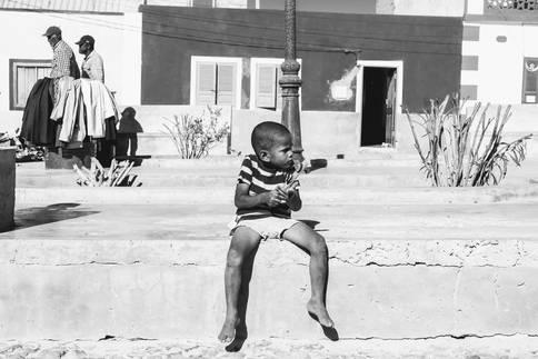 Petit Homme et Instrument de Musique