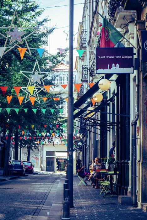 Rue décorée de drapeaux, Porto