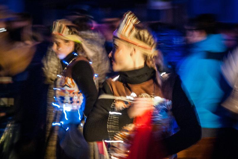 indien-musique-lumiere-carnaval-photo-couleur-deco-evenements-tirage-photographie-photographe-deguisement-fete-char-enfants-famille-