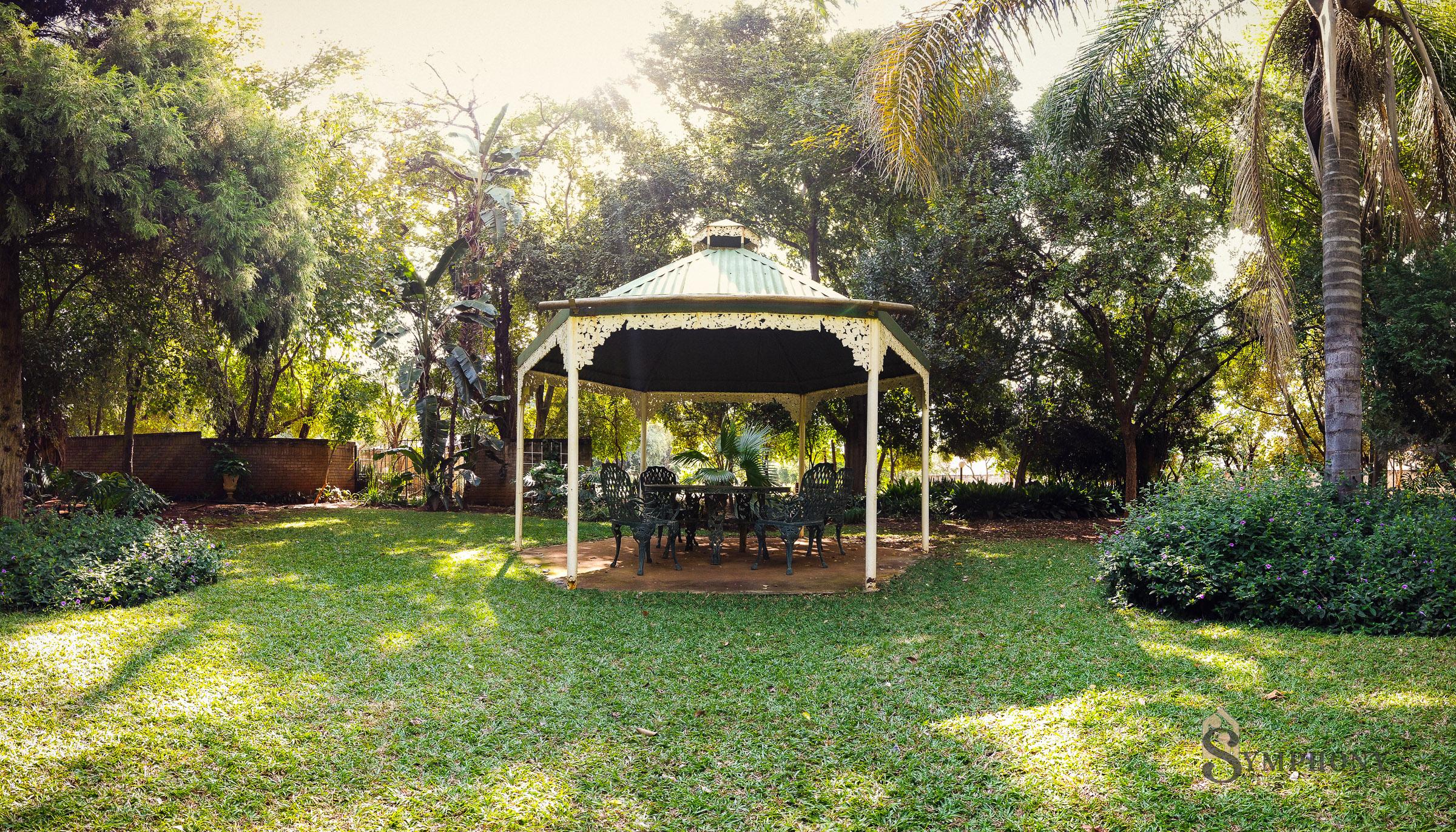 Front Garden Alcove