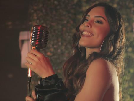 """La artista colombiana Amuna le canta a los amores fugaces en """"La Jugada"""""""