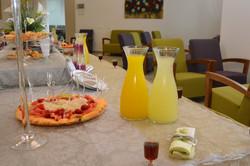סידור שולחן שתיה וכיבוד בית וגן