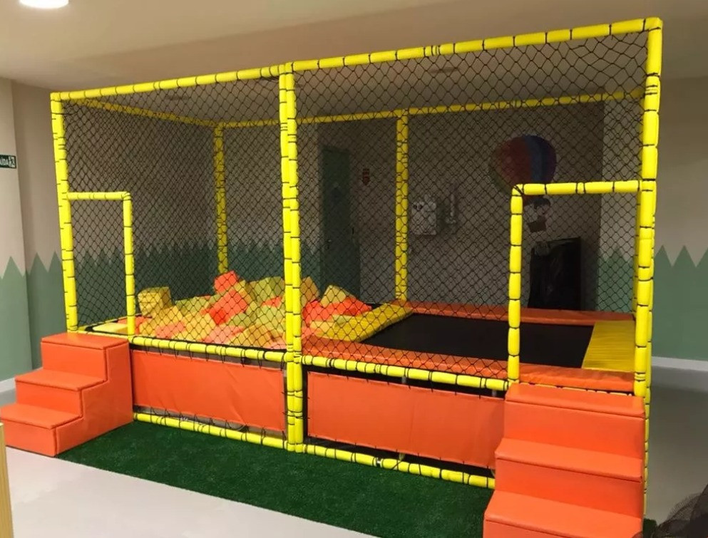 cama elástica ou pula-pula conjugado com piscina de bolinha ou de espumas