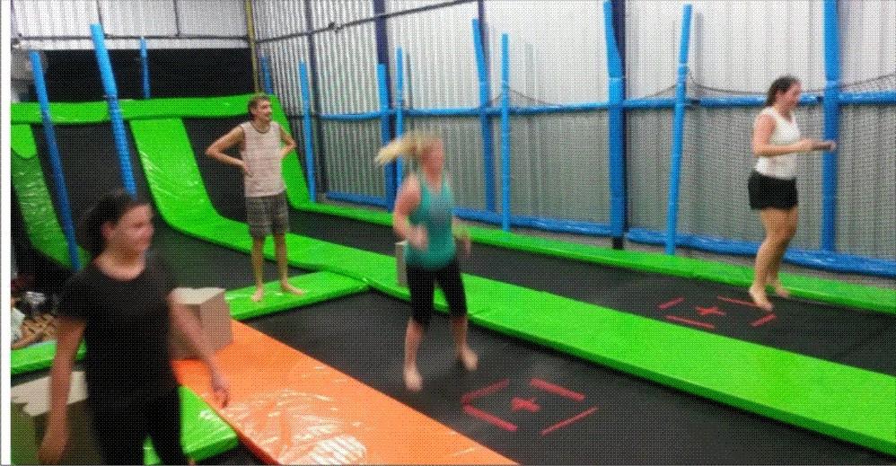 trampolim park com jump e cama elástica horizontal e vertical