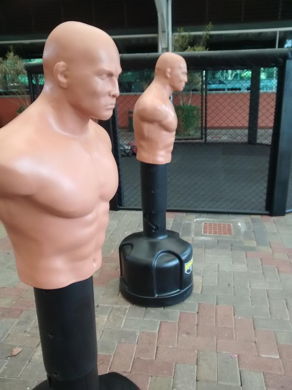 Equipamentos para academia residencial, boneco bob sparring e octógono de luta mma