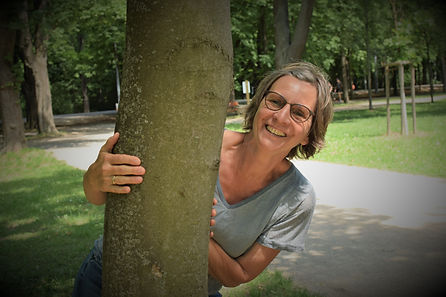 Anja mit Baum2.jpg
