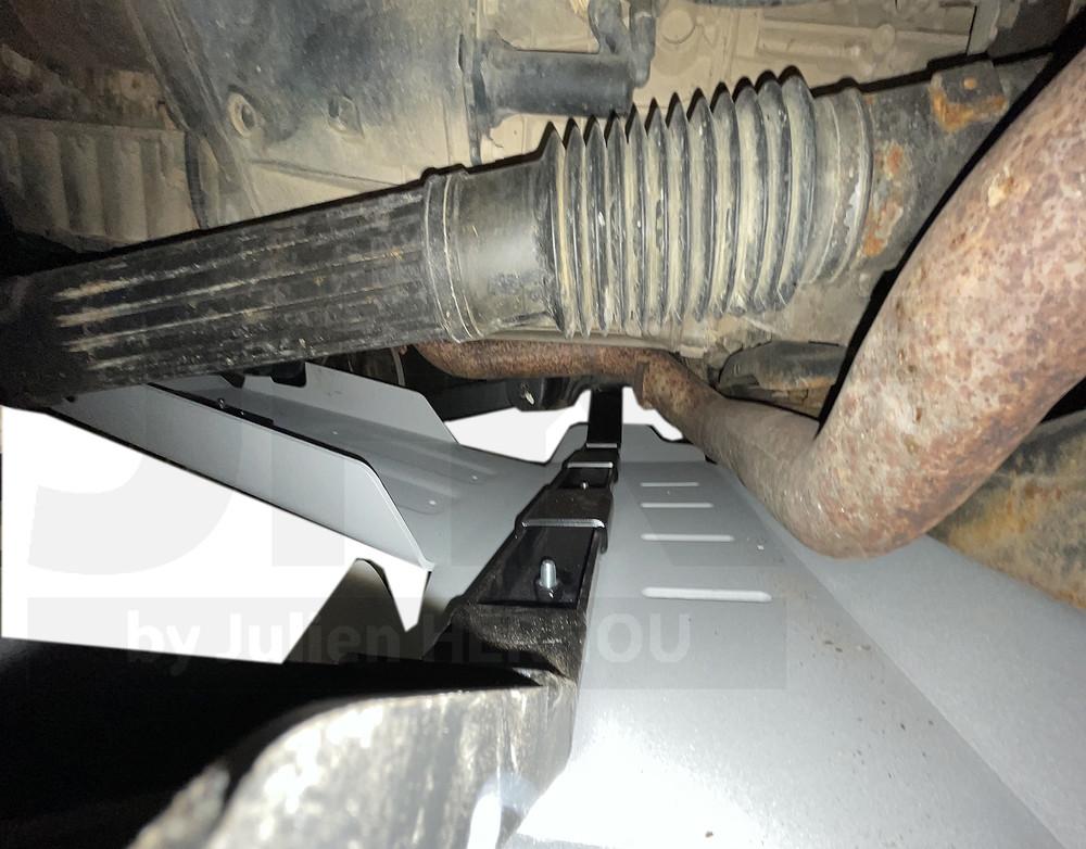 gros plan du moteur d'une jeep wrangler