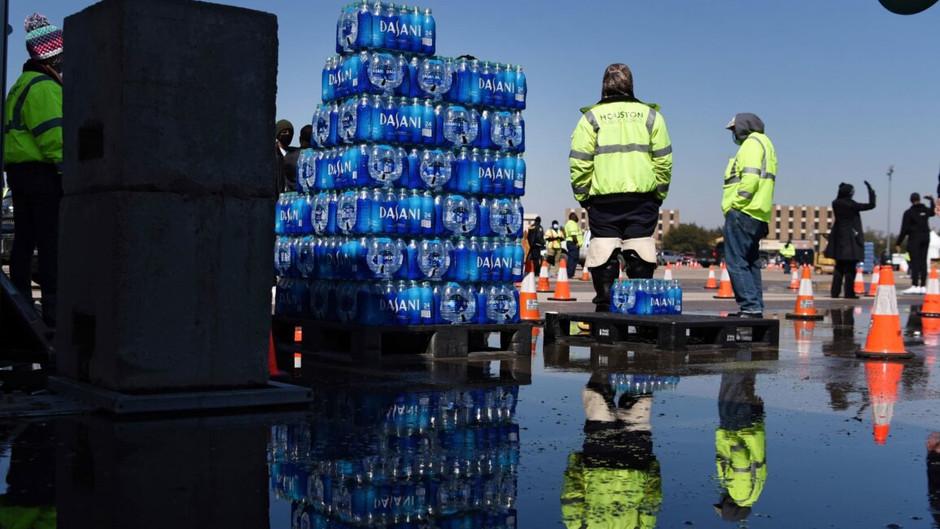 Джо Байден объявил чрезвычайное положение в Техасе. Как миллионы людей остались без электричеств....