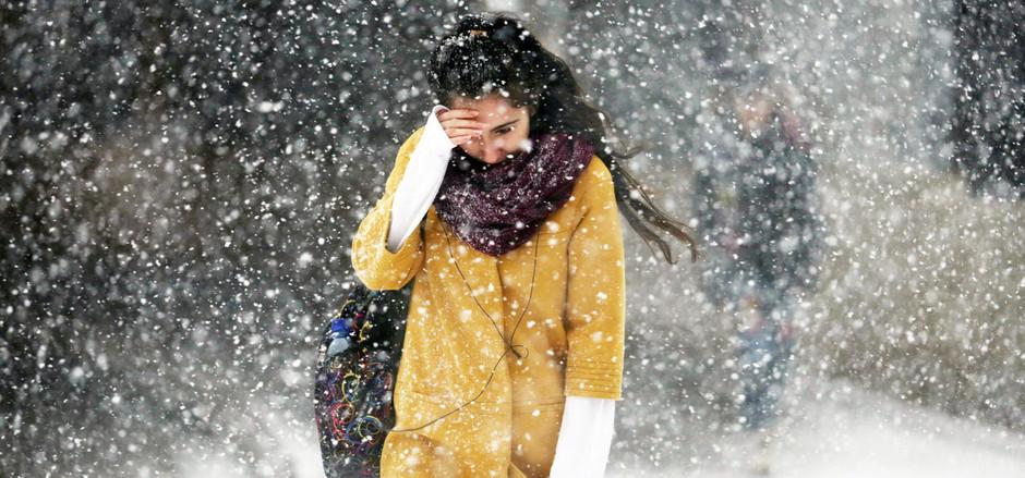 Возможен режим ЧС  в 12 регионах России из-за надвигающихся снегопадов.