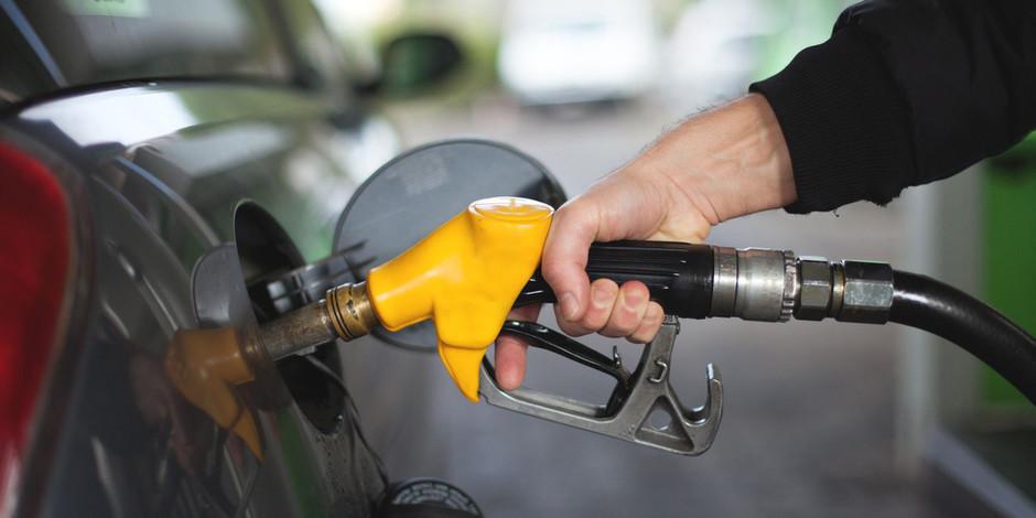 Бензин в РФ за неделю подорожал на 10 коп