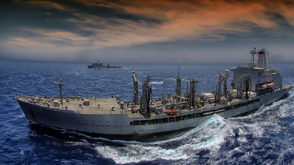 Поврежденный сильной коррозией заправщик Laramie ВМС США покинул акваторию Черного моря