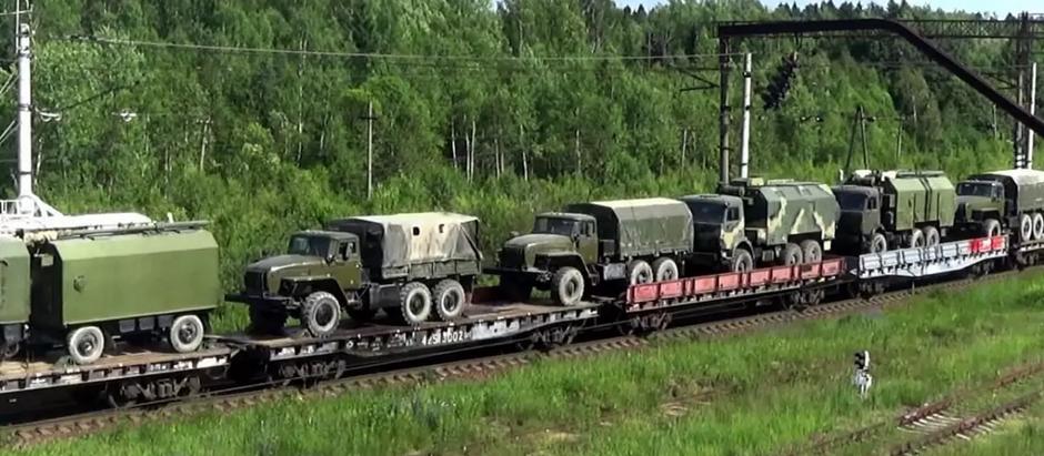 Колонна военной техники  РФ замечена в Ростовской области рядом с границей  Украины