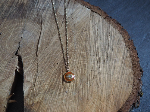 Collier oeil rouge