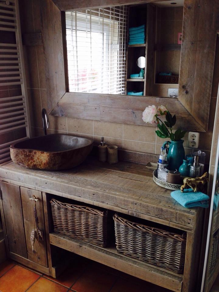 steigerhouten badkamer