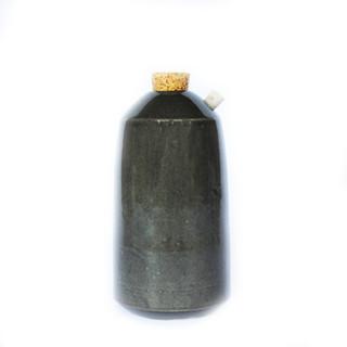 Gloss Black // Slanted Spout