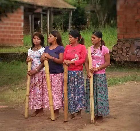 foto paraguay mujeres fondo plano.jpg