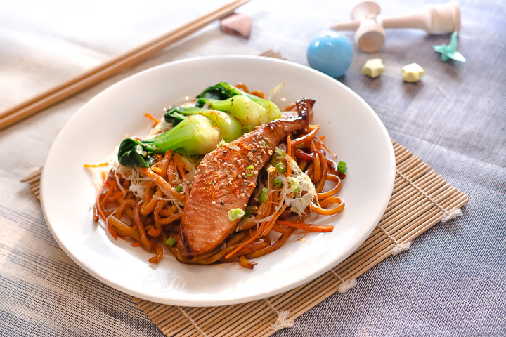 Roasted Salmon Udon Noodles with Vegetab