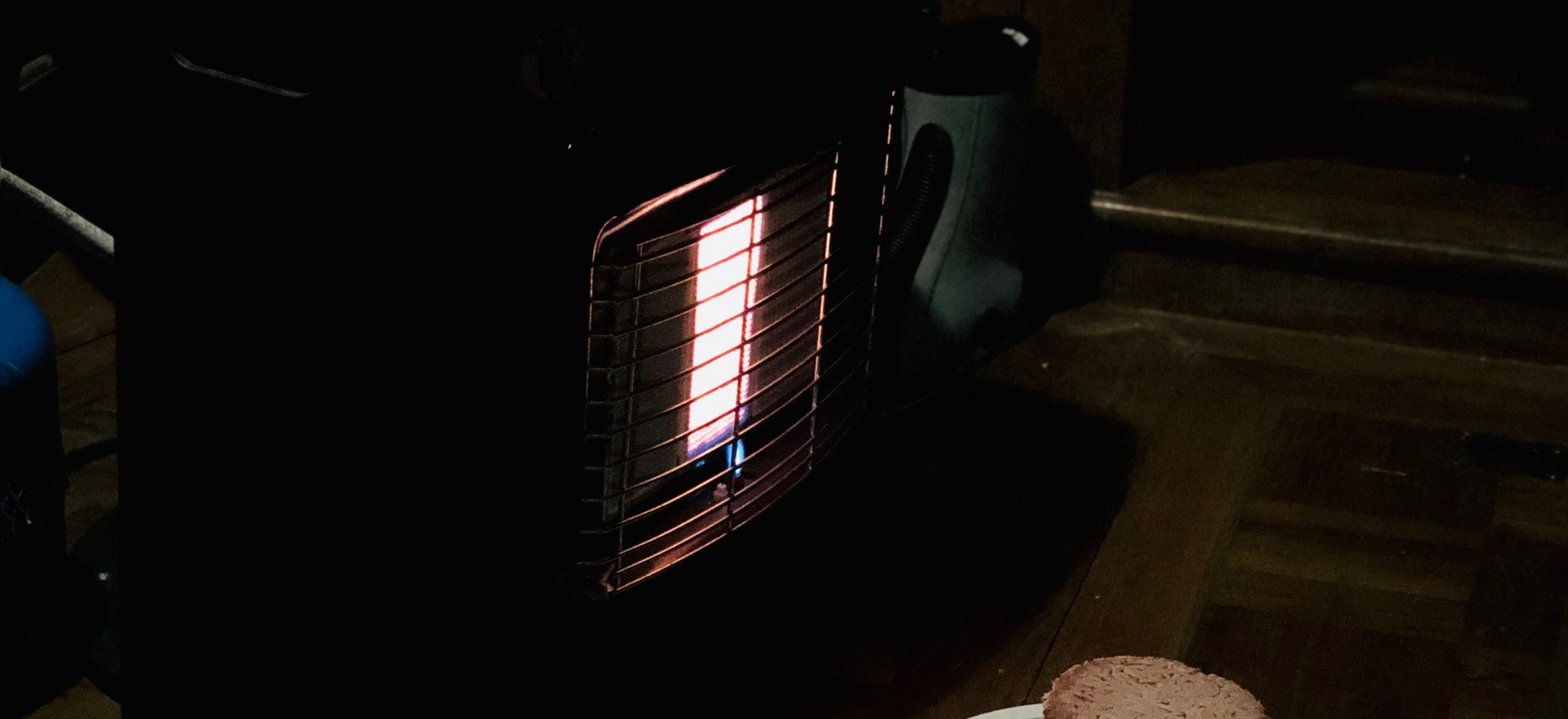 Using the electronic heater to heat up the meat