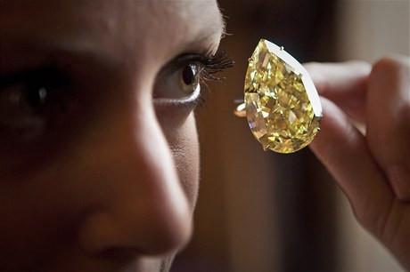 Nevšední zážitek privátní expozice vzácných barevných diamantů