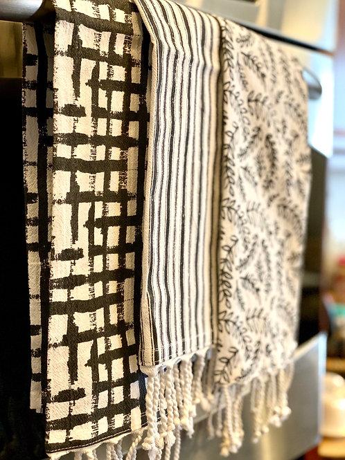 Black & White Tassle Towel Set