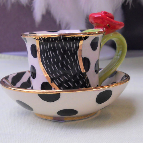 Espresso Set Creme mit schwarzem Muster, Henkel grün- Rose in rot