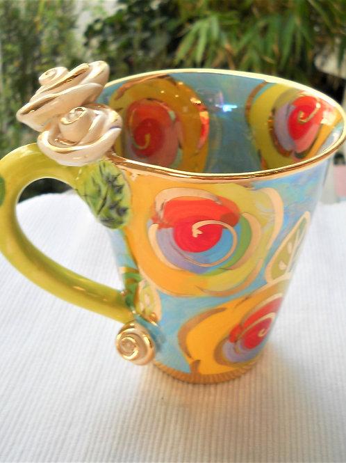 Tasse konisch blau mit Rosenmuster - Henkel gold - Rosen in creme