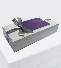 balta kaste ar lentu un kartinu.jpg