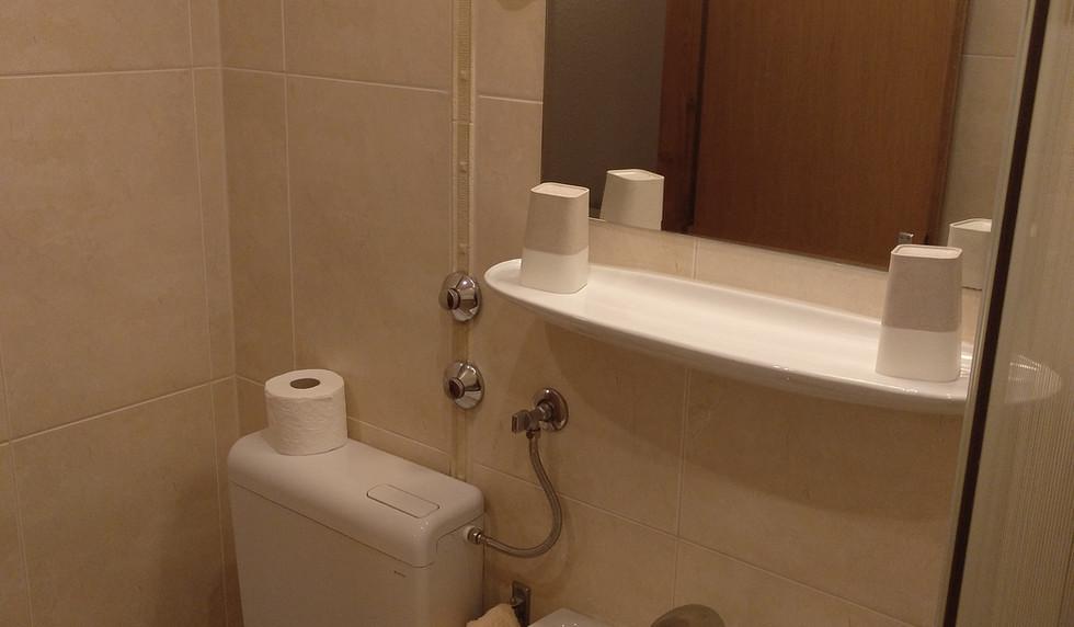 Zimmer 1 - bath (16).jpg