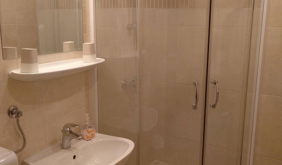 Zimmer 1 - bath (19).jpg