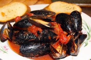 Italian Steamed Mussels Marinara