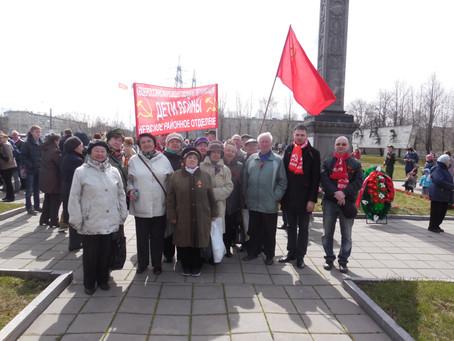 Коммунисты Невского района отдали дань памяти защитникам Ленинграда.