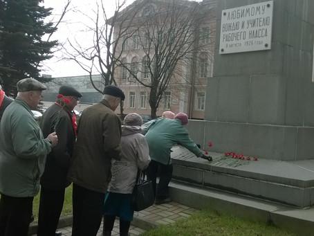 Коммунисты Невского района почтили память В.И. Ленина.