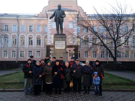 Возложение цветов в день памяти В.И. Ленина