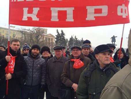 На площади Ленина состоялся митинг по случаю 99-й годовщины создания Советской Армии.