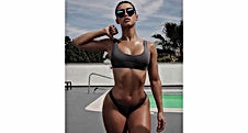 This-curvy-model-is-giving-us-body-goals