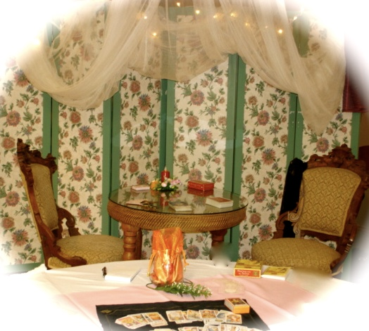 Reading Tarot Table - Wedding