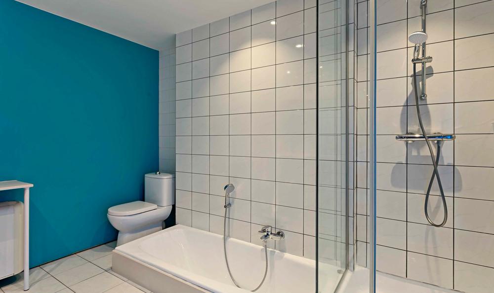 Badkamer met bad